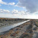 Divjakë: Pastrohen kanalet kulluese në Remas.